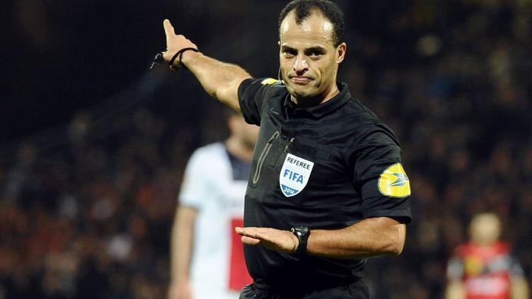 L'arbitre Saïd Ennjimi. (JEAN-SEBASTIEN EVRARD / AFP)