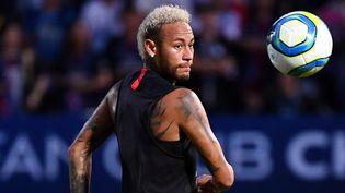 L'attaquant brésilien Neymar du Paris Saint-Germain lorsd'une séance d'entraînement à Shenzhen le 1er août 2019.  (FRANCK FIFE / AFP)