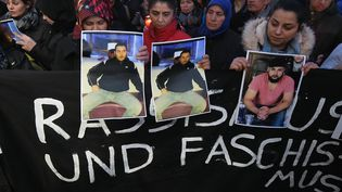 Une veillée funéraire s'est tenue jeudi 21 février en hommage aux neuf victimes des fusillades de Hanau en Allemagne survenuedeux jours avant. (PATRICK HERTZOG / AFP)