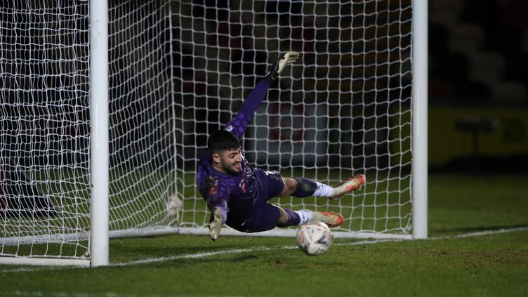 Le gardien Tom King tente d'arrêter un but à Newport (Royaume-Uni), le 10 janvier 2021. (NICK POTTS / POOL / AFP)
