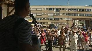 Au Tréport (Seine-Maritime), une guinguette est installée près de la plage. Les habitants et les touristes s'y retrouvent avec plaisir pour danser. (FRANCE 3)