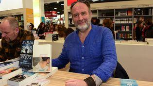 L'écrivain Serge Joncour au salonLivre Parisen 2019 (LAURENT BENHAMOU/SIPA)