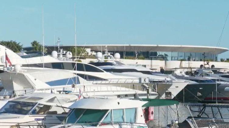 Le tourisme d'affaires est frappé de plein fouet par la crise sanitaire, comme à Cannes (Alpes-Maritimes). Les congrès, meetings et événements d'entreprises sont annulés les uns après les autres. Les professionnels du secteur s'inquiètent. (FRANCE 2)