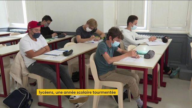 Éducation : les lycéens passent les épreuves du baccalauréat après une année mouvementée