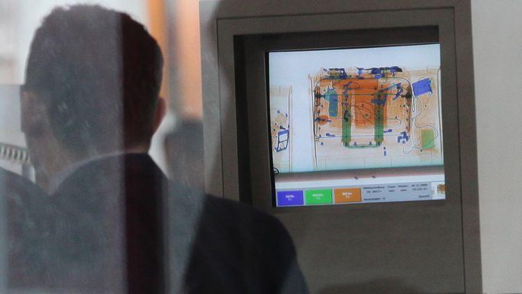 Des bagages passés aux rayons X dans un aéroport à Berlin (Allemagne), le 30 décembre 2009. (SEAN GALLUP / GETTY IMAGES )