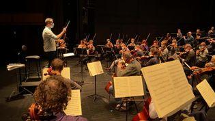 L'orchestre de l'Opéra de Limoges en pleine répétition de son concert de Noël. (France 3 Limousin / P. Coussy)