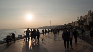 Le soleil brille sur la promenade des Anglais à Nice (Alpes-Maritimes), le 1er novembre 2017. (J?RG CARSTENSEN / DPA / AFP)