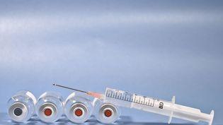 """La probabilité d'avoir en 2021 un vaccin """"efficace"""" à 100% contre le coronavirus est peu élevée, selon l'épidémiologiste Arnaud Fontanet. (MAXPPP)"""