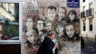 Une fresque de Christian Guémy, C215, réalisée à Paris en mémoire des victimes de l'attentat commis contre la rédaction de Charlie Hebdo. (THOMAS COEX / AFP)
