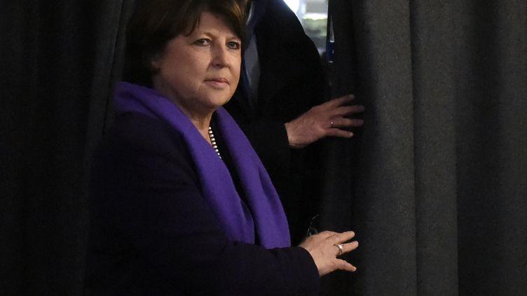 La maire de Lille, Martine Aubry, quitte une réunion du bureau national du PS, à Paris, le 7 mars 2016. (DOMINIQUE FAGET / AFP)