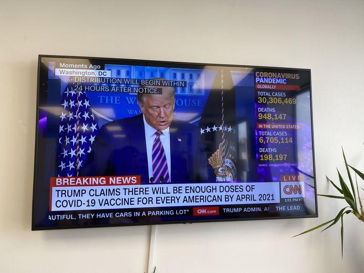 Le président américain, Donald Trump, fait un point à la télévision sur l'avancée du vaccin contre le coronavirus, le 18 septembre 2020. (RAPHAEL GODET / FRANCEINFO)