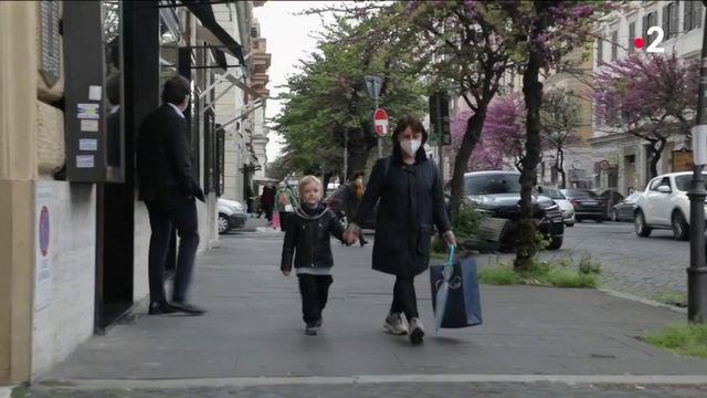 Italie : le gouvernement lance une allocation de 250 euros par enfant pour relancer les naissances