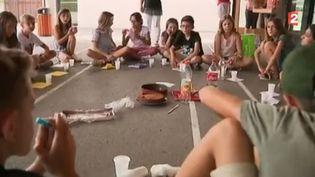 C'est enfin les vacances qui arrivent pour de nombreuses élèves après un dernier jour d'école ce vendredi 7 juillet (FRANCE 2)