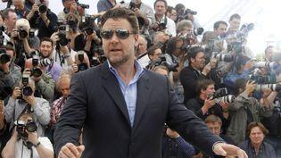 """L'acteur australien Russel Crowe, pendant la présentation de """"Robin des Bois"""", au festival de Cannes, le 12 mai 2010. (FRANCOIS GUILLOT / AFP)"""