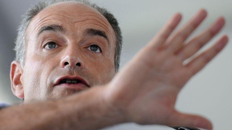 Jean-François Copé, président de l'UMP, en meeting à Chateaurenard, le 25 août 2013. (BORIS HORVAT / AFP)