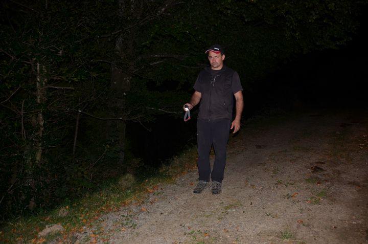Olivier Maurin, chef de file des opposants à l'ours, le 29 septembre 2018 sur les hauteurs de la vallée d'Aspe. (THOMAS BAIETTO / FRANCEINFO)