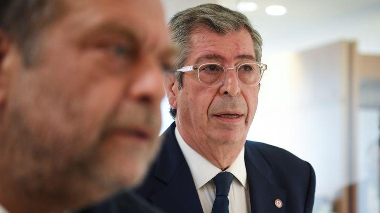 Patrick Balkany et son avocat, Éric Dupond-Moretti, le 19 juin 2019. (ERIC FEFERBERG / AFP)