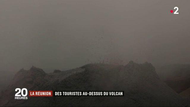 La Réunion : des touristes au-dessus du Piton de la Fournaise