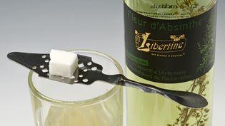 Les fabricants français d'absinthe, comme celle-ci fabriquée en Haute-Saône,devront trouver un nouveau nom à leur produit sil'appellation IGP déposée par la Suisse est confirmée. (BRINGARD DENIS / HEMIS.FR / AFP)