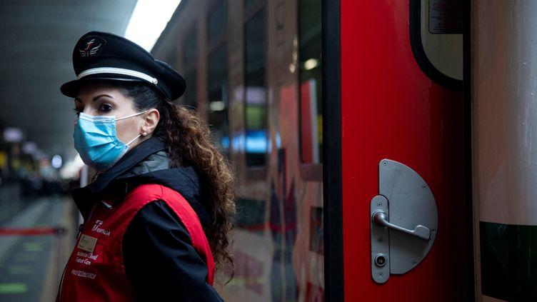 Lors de la présentation du nouveau train médical à la gare Termini à Rome,le 8 mars 2021. Photo d'illustration. (TIZIANA FABI / AFP)