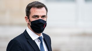 Le ministre de la Santé, Olivier Véran, le 7 octobre 2020, à Paris. (XOSE BOUZAS / HANS LUCAS / AFP)