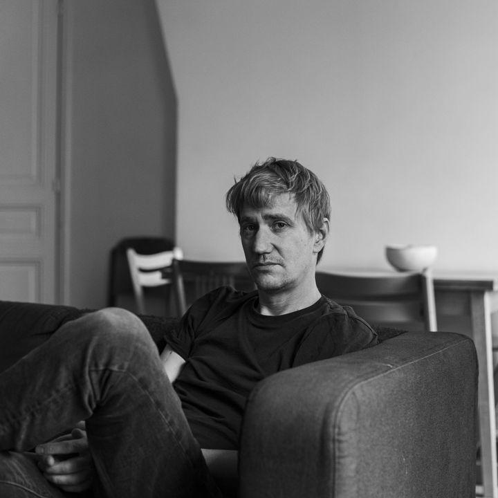 Thomas Nicol, médecin urgentiste.Il est ici photographié par David Fritz-Goeppinger, qui était l'un des otagesdu Bataclan, le 13 novembre 2015. (DAVID FRITZ-GOEPPINGER POUR FRANCEINFO)