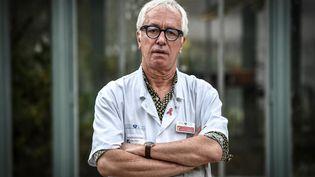 Le professeur Gilles Pialoux, chef du service des maladies infectieuses à l'hôpital Tenon à Paris, le 28 octobre 2020 à Paris. (STEPHANE DE SAKUTIN / AFP)