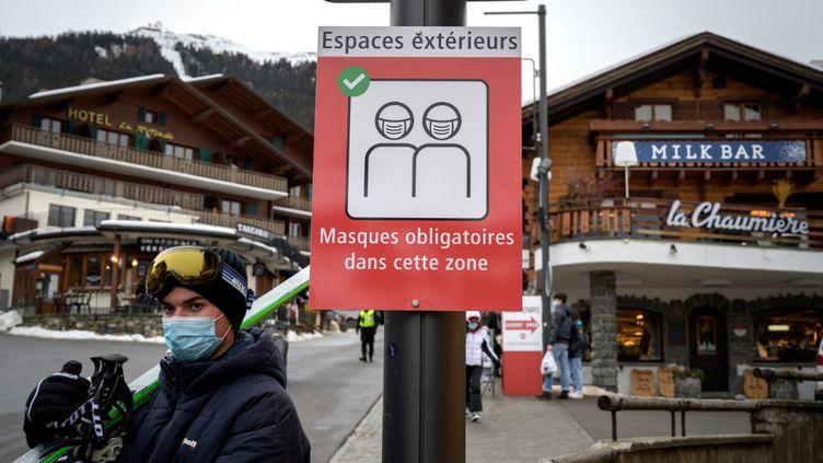 Dans la station de ski de Verbier en Suisse le 21 décembre. (FABRICE COFFRINI / AFP)