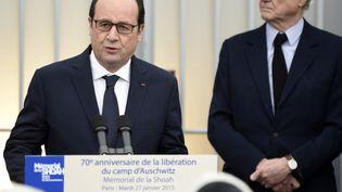 François Hollande rend hommage aux 76 000 juifs de France déportés sous le régime de Vichy, au cours de son allocution depuis le parvis du Mémorial de la Shoah, le 27 janvier 2015 à Paris. ( MARTIN BUREAU / AFP )