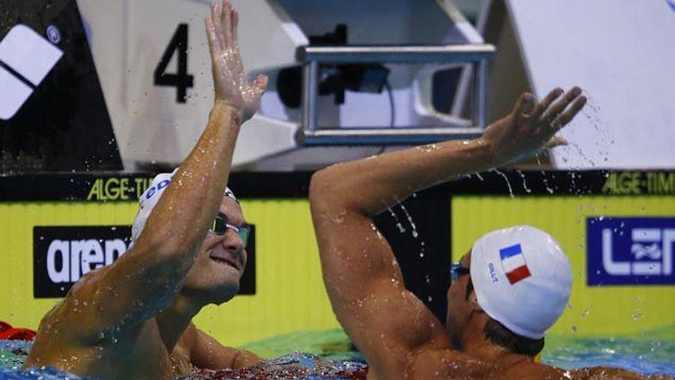 (Florent Manaudou médaille d'or du 100m et Fabien Gilot, deuxième © Reuters-Michael Dalder)