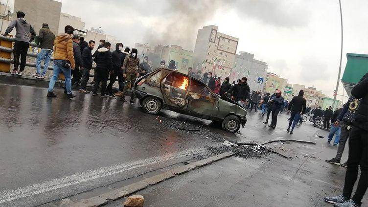Des Iraniens manifestent contre la hausse du prix de l'essence,le 16 novembre 2019 à Téhéran (Iran). (AFP)