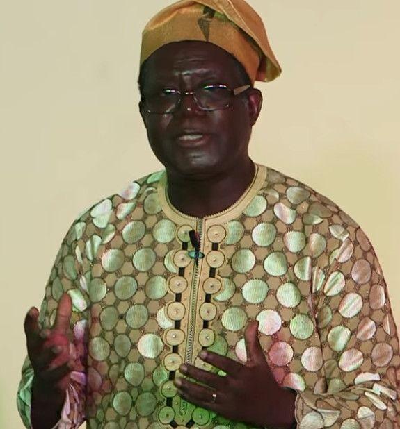 Le professeur béninois Albert Bienvenu Akoha est linguiste, spécialiste des traditions orales. Il dirige le conservatoire des danses traditionnelles du royaume d'Abomey. (Capture d'écran Youtube)