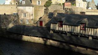 Les maisons à colombage, vitrines touristiques, mais gouffres financiers. Leur restauration coute cher, aux particuliers, comme aux communes. Elles sont le témoignage de la grandeur de Vannes (Morbihan) au XVe siècle. (France 3)