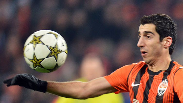 Mkhitaryan sera absent pour la reprise en Bundesliga avec Dortmund. (SERGEI SUPINSKY / AFP)