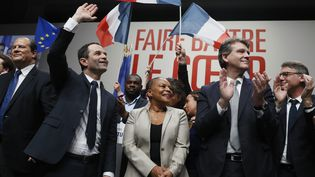 Le candidat socialiste à la présidentielle, Benoît Hamon, sur la scène de la convention d'investiture du PS, le 5 février 2017 à Paris, aux côtés d'Arnaud Montebourg et Vincent Peillon. (THOMAS SAMSON / AFP)