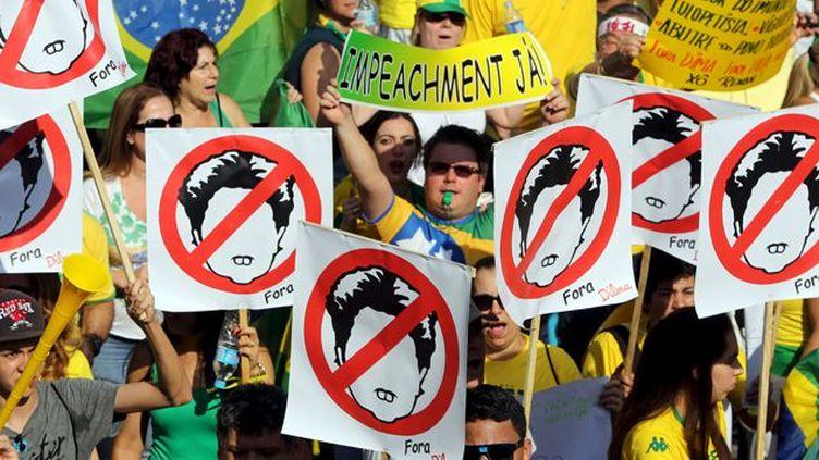 A Sao Paulo, comme dans plus de cent autres villes brésiliennes, des centaines de milliers de manifestants ont demandé le départ de la présidente Dilma Rousseff. (Paulo Whitaker / REUTERS)