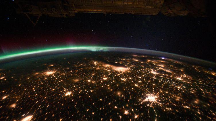 La Nasa a diffusé, le 2 novembre 2011, ces images inédites de la Terre prises depuis la station spatiale internationale (ISS). (NASA / REUTERS)