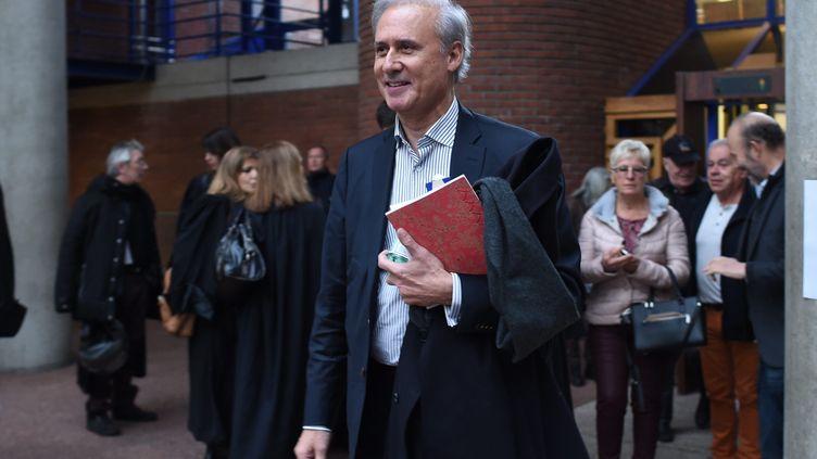 Georges Tron, à la sortie de la cour d'Assises de Seine-Saint-Denis. (MOUSSE / MAXPPP)