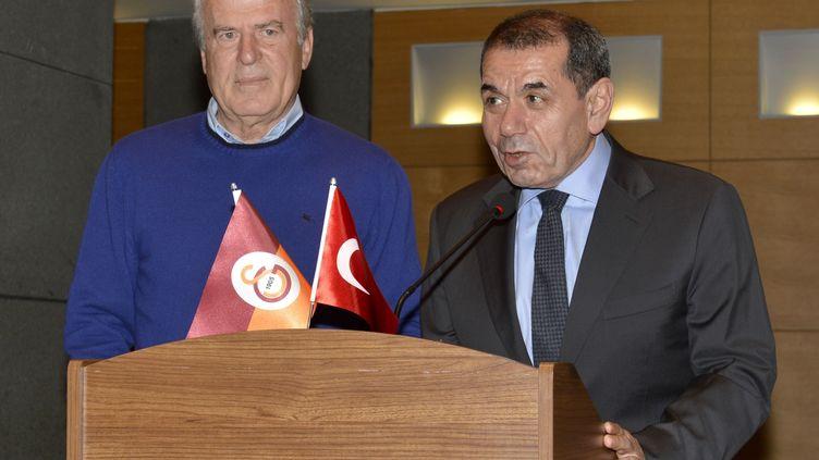 Mustafa Denizli (à gauche), nouvel entraîneur de Galatasaray (ISLAM YAKUT / ANADOLU AGENCY)