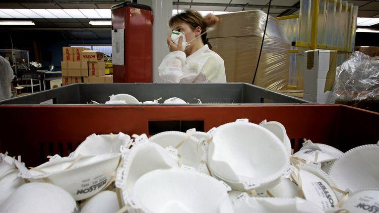 L'usine de Plaintel fabriquait notamment des masques FFP2 (archive de 2005). (FRED DUFOUR / AFP)