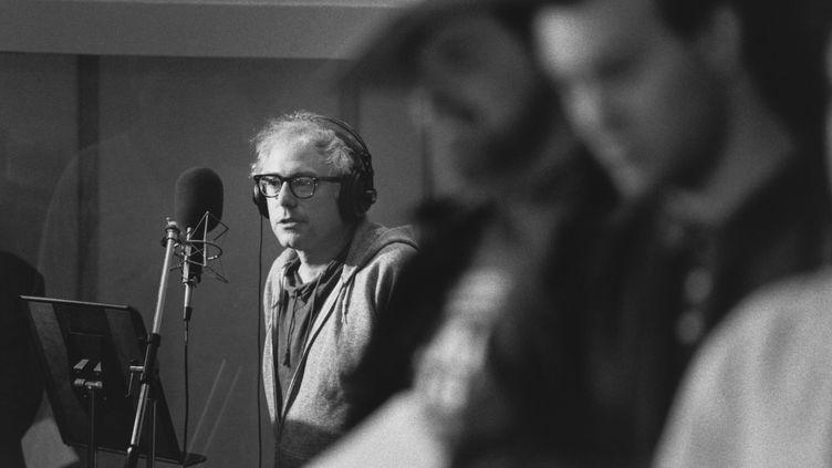 """Le candidat à la présidentielle américaine Bernie Sanders en studio pour l'enregistrement de l'album""""We Shall Overcome"""", enregistré dans le Vermont with 30 Vermont en 1987 (GLENN RUSSELL / HANDOUT)"""