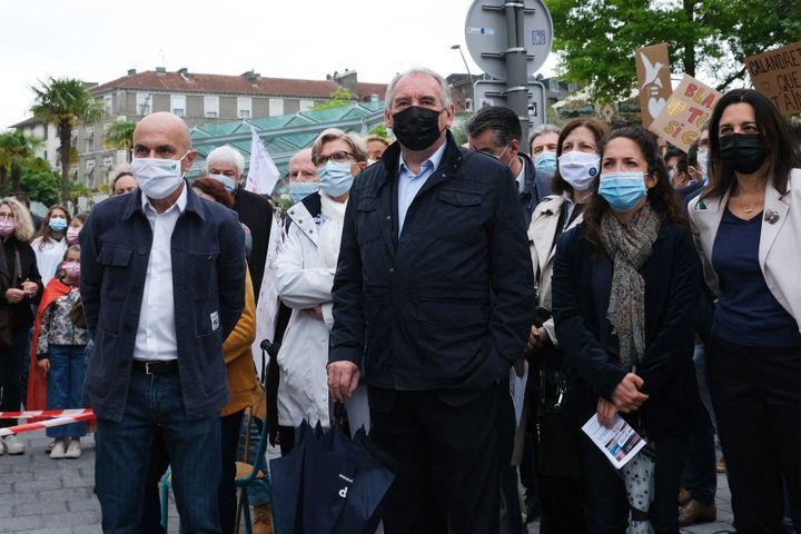 Le maire de Pau et président du MoDem François Bayrou, lors d'un rassemblement pour défendre l'enseignement immersif en langues régionales, le 29 mai 2021 à Pau (Pyrénées-Atlantiques). (LAURENT FERRIERE / HANS LUCAS / AFP)