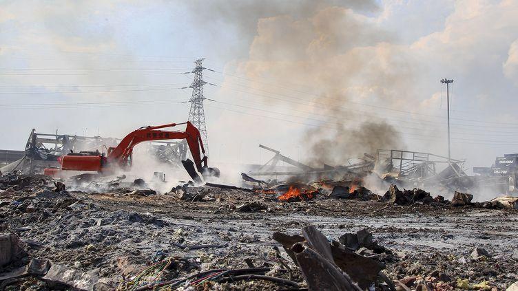 Sur le site de l'explosion à Tianjin (Chine), le 23 août 2015. (CHEN YICHEN / XINHUA / AFP)