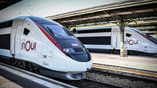 Un TGV à Paris, le 20 septembre 2018. (STEPHANE DE SAKUTIN / AFP)