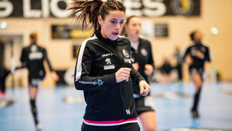 La gardienne Cléopâtre Darleux sous les couleurs de Brest avant un match de Ligue féminine contre Paris 92, le 10 février à Issy-les-Moulineaux (MELANIE LAURENT / A2M SPORT CONSULTING)