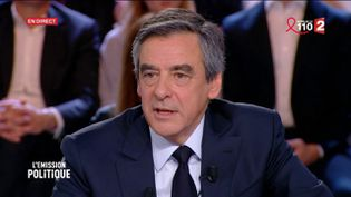 François Fillon sur le plateau de France 2, le 23 mars 2017. (FRANCE 2)
