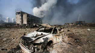 Une voiture soufflée par la série d'explosions qui a secoué la ville de Tianjin, en Chine, mercredi 12 août 2015. (AFP)