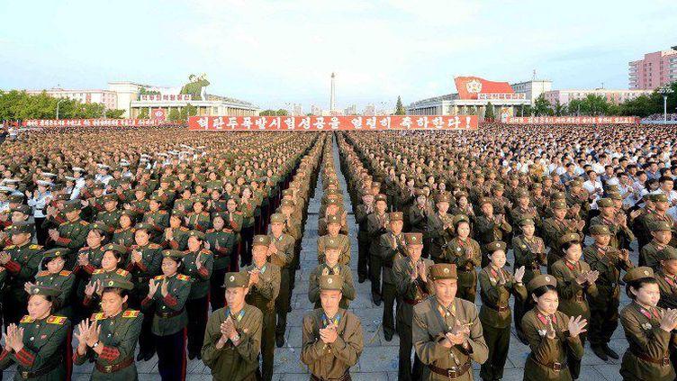 La Corée du Nord a effectué un cinquième essai nucléaire vendredi 9 septembre 2016,sévèrement condamné par la communauté internationale, etprovoquant un séisme de magnitude 5.3. Ici, l'armée nord-coréenne célèbre ce nouveau tir. (KNS / KCNA / AFP)