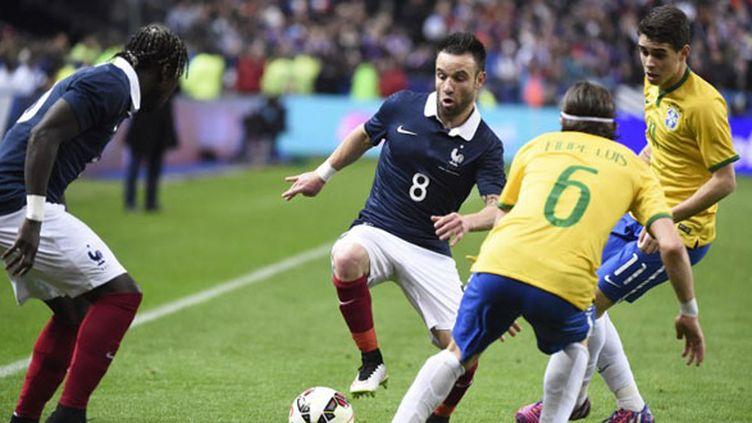 Mathieu Valbuena face à la tenaille brésilienne (JEAN MARIE HERVIO / DPPI MEDIA)