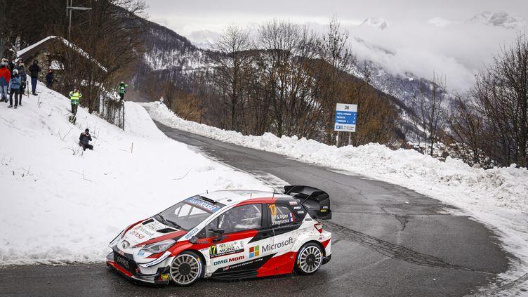 Sébastien Ogier (Toyota) sur les routes enneigées de Lombardie (FRANCOIS FLAMAND / DPPI)